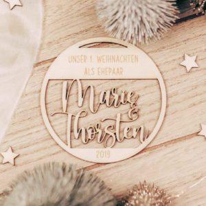 Frau Kopfkino;Geschenkidee; Namensschild; Geschenk; Geschenkidee; Holzdekoration; Lasercut; Weihnachten, Anhänger, Weihnachtsgeschenk, Weihnachtsbaum, Geschenkanhänger, Christbaumschmuck, personalisiert, individuell, Vorname; Erinnerung, Hochzeitsgeschenk; Ehepaar; Brautpaar; Hochzeit